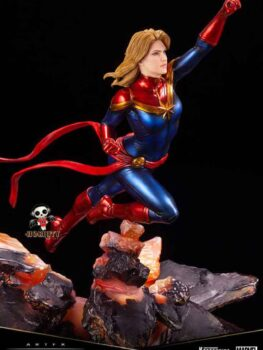 MARVEL UNIVERSE - Captain Marvel