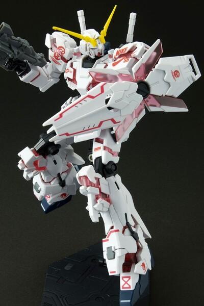 https___hypebeastcom_image_2021_09_bandai-gundam-nike-sb-gunpla-model-kits-release-info-001