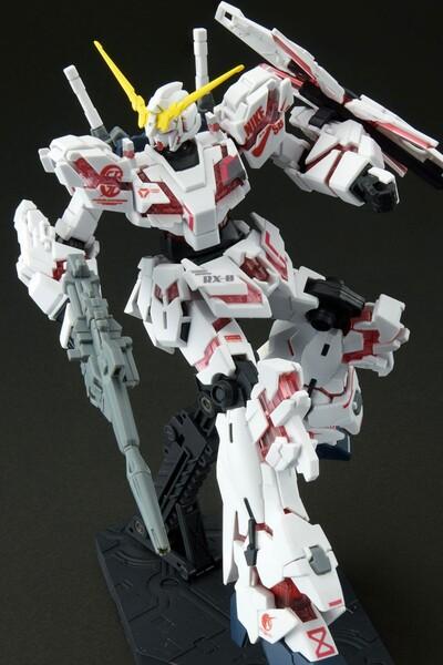 https___hypebeastcom_image_2021_09_bandai-gundam-nike-sb-gunpla-model-kits-release-info-002