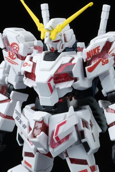 https___hypebeastcom_image_2021_09_bandai-gundam-nike-sb-gunpla-model-kits-release-info-003