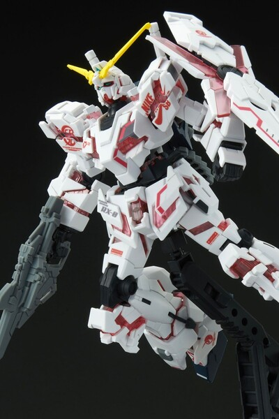 https___hypebeastcom_image_2021_09_bandai-gundam-nike-sb-gunpla-model-kits-release-info-005