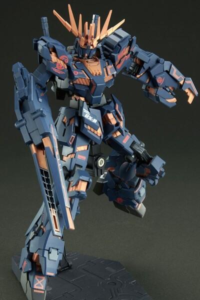 https___hypebeastcom_image_2021_09_bandai-gundam-nike-sb-gunpla-model-kits-release-info-007
