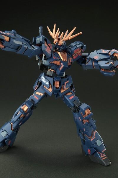 https___hypebeastcom_image_2021_09_bandai-gundam-nike-sb-gunpla-model-kits-release-info-011