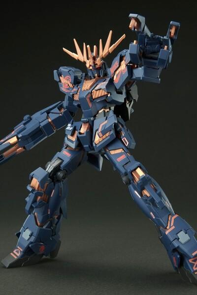 https___hypebeastcom_image_2021_09_bandai-gundam-nike-sb-gunpla-model-kits-release-info-012